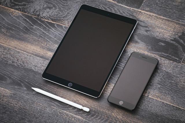 タブレットとスマートフォンの写真
