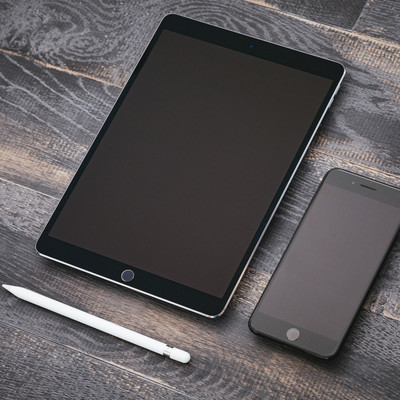 「タブレットとスマートフォン」の写真素材