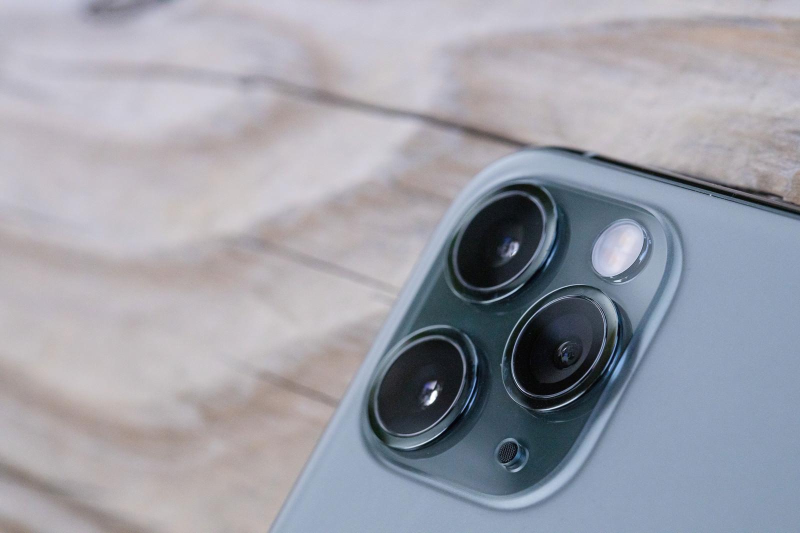 「超広角、広角、望遠カメラを搭載したトリプルカメラ(iPhone 11 Pro)」の写真