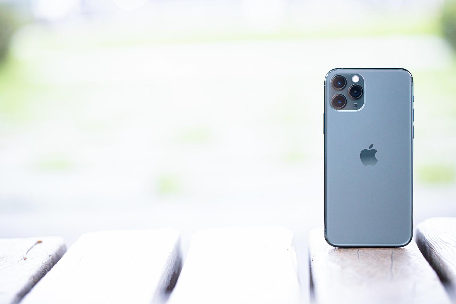 「iPhone 11 Pro(ミッドナイトグリーン)」の写真