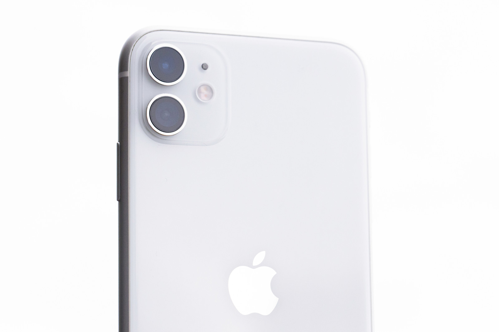「iPhone 11(ホワイト)」の写真