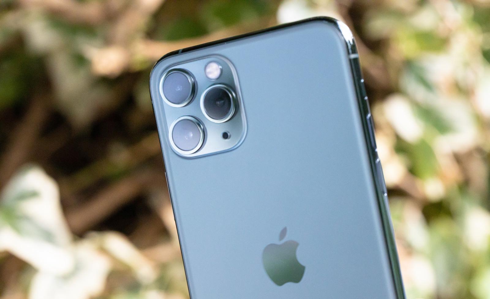 「トリプルカメラ搭載の iPhone 11 Pro」の写真