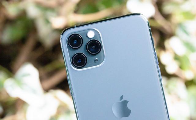 iPhone 11 Pro の外向きカメラ(トリプルカメラ)の写真