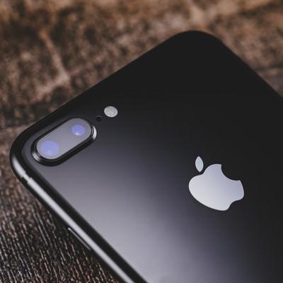 「新しくなったデュアルレンズカメラ(iPhone)」の写真素材