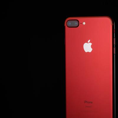 「高級感のある真っ赤なスマートフォン」の写真素材