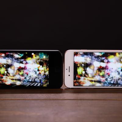 「スマホのディスプレイを比較する」の写真素材