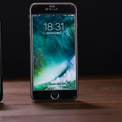 「4.7インチと5.5インチのサイズ比較(スマートフォン)」の写真素材