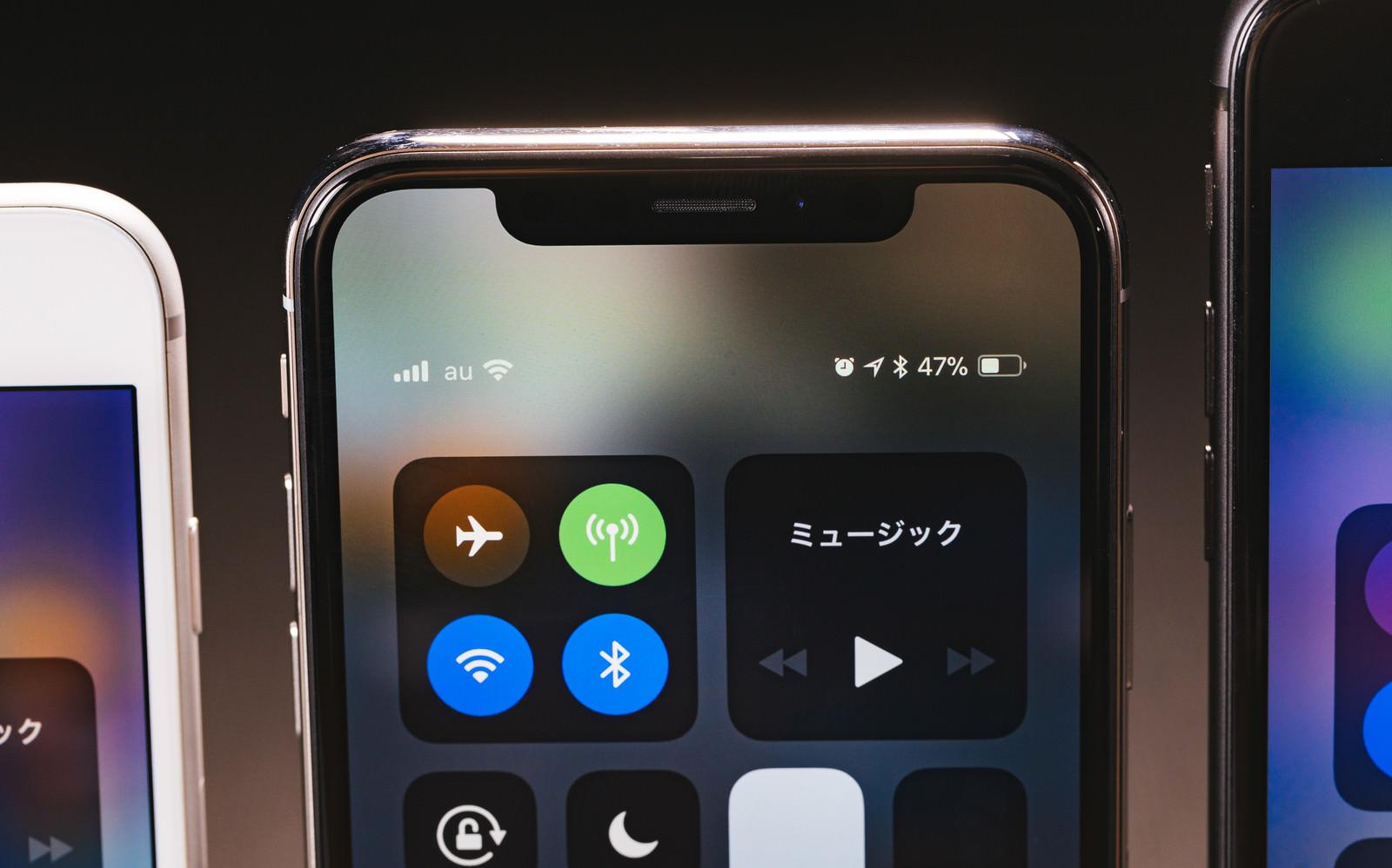 「iPhone X 端末上部のセンサー類」の写真