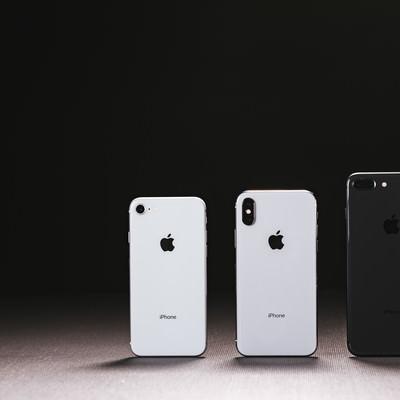 「iPhone X(テン)と iPhone 8 の外観」の写真素材