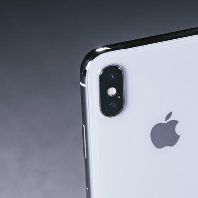 「iPhone X デュアルレンズカメラ(外向けカメラ)」の写真素材