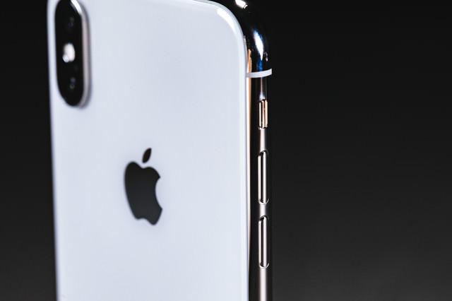 iPhone X の外枠ステンレススチールの美しさの写真