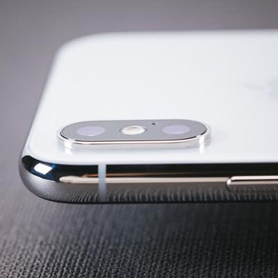 iPhone X のデュアルレンズの出っ張り具合の写真