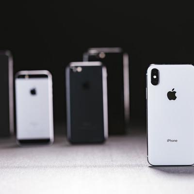 iPhone X と他のモデルの iPhoneの写真
