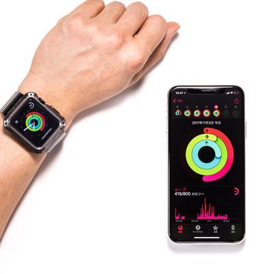 「iPhone と Apple watch を同期して表示」の写真素材
