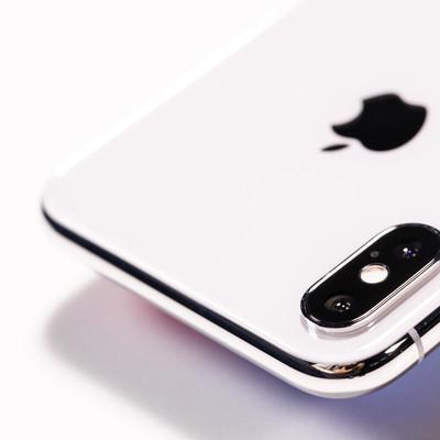 「iPhone X のデュアルレンズカメラ(外カメラ)」の写真素材