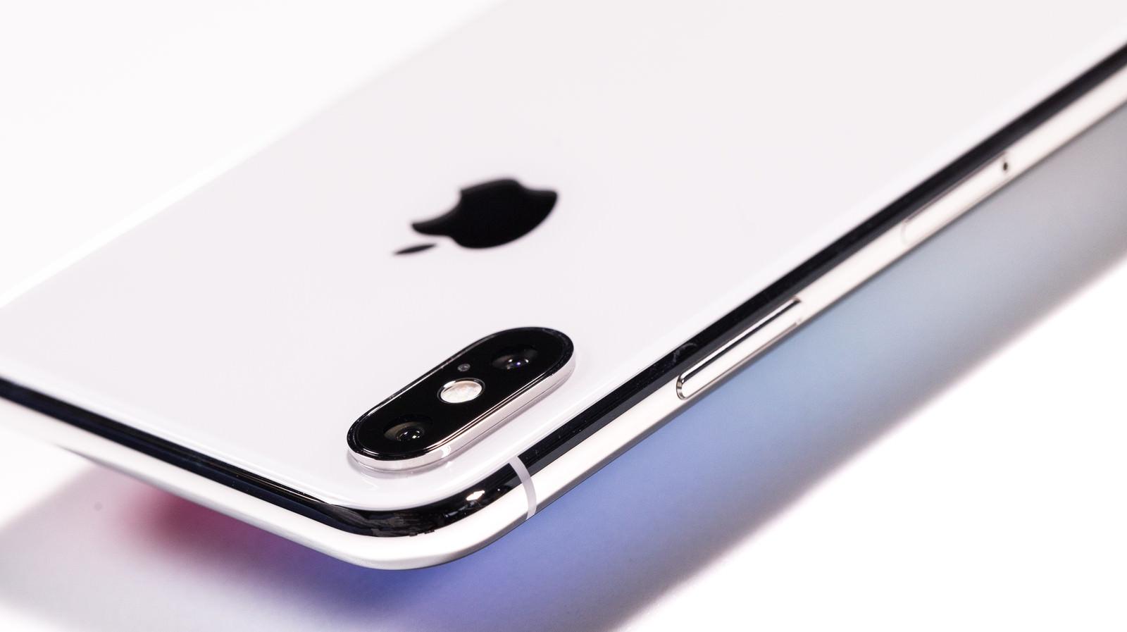 「iPhone X のサイドボタン」の写真