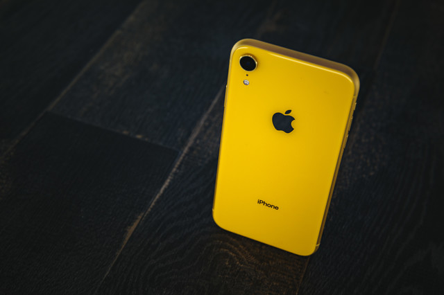iPhone XR yellowの写真