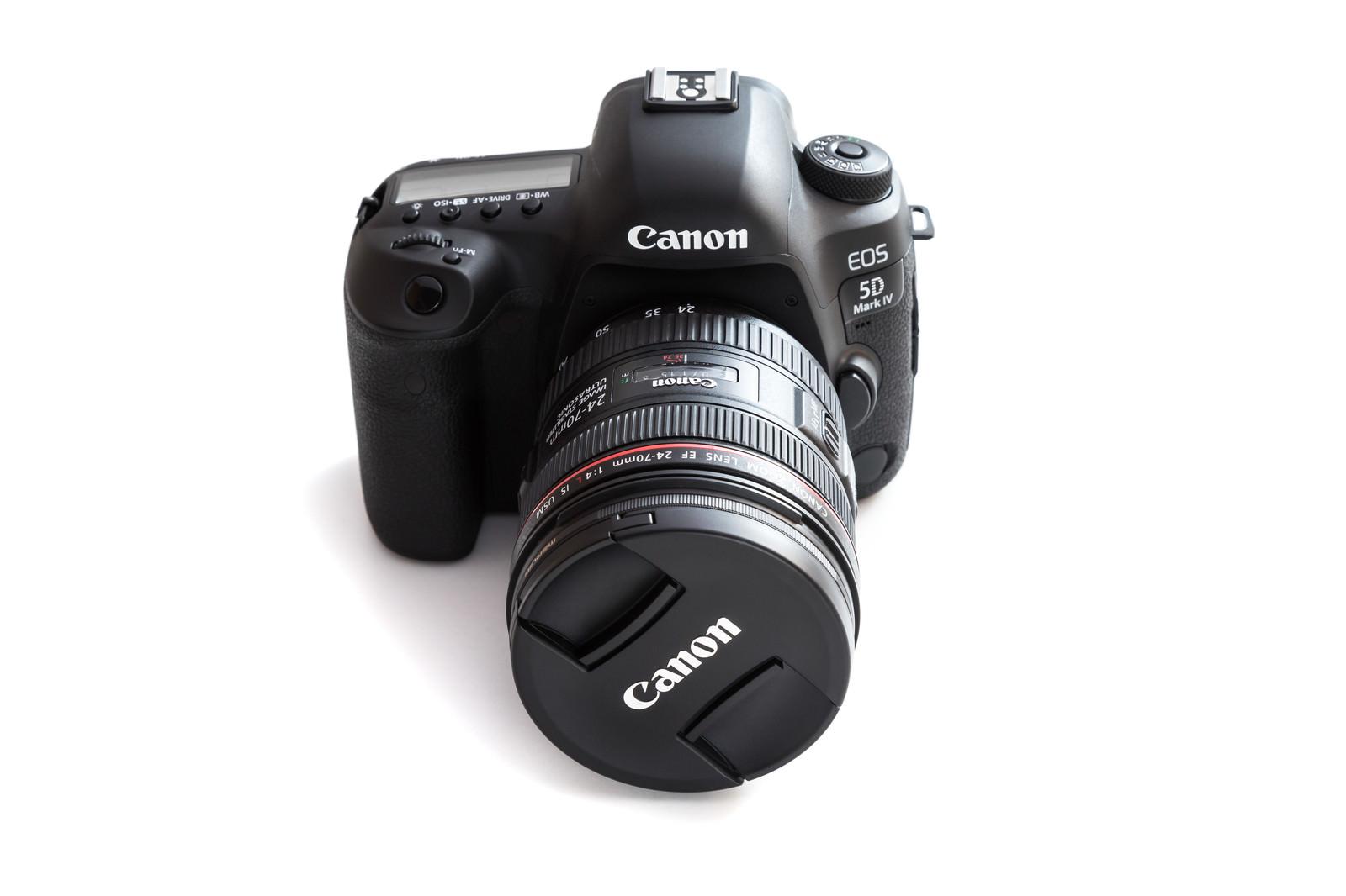 「24-70mmを装着したMark4(デジタル一眼レフカメラ)」の写真