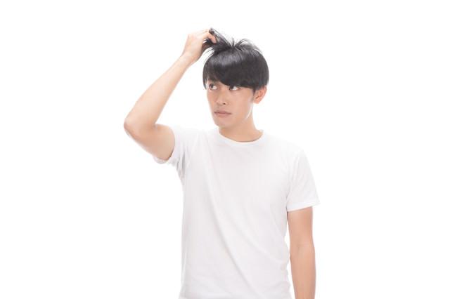 「髪の毛が細くなってきたなー」のフリー写真素材