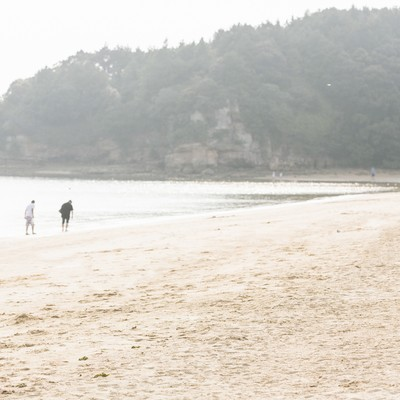 「夏のイマリンビーチの砂浜」の写真素材