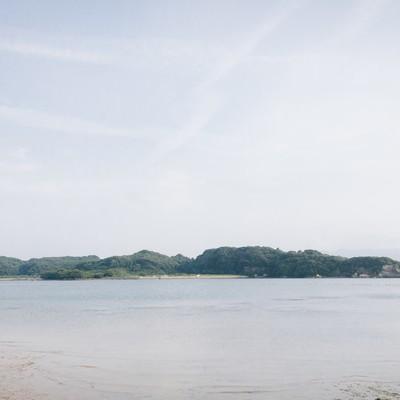 「イマリンビーチから見える対岸の造船所」の写真素材
