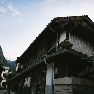 「古き建物が立ち並ぶ大川内山(佐賀県伊万里市)」の写真素材