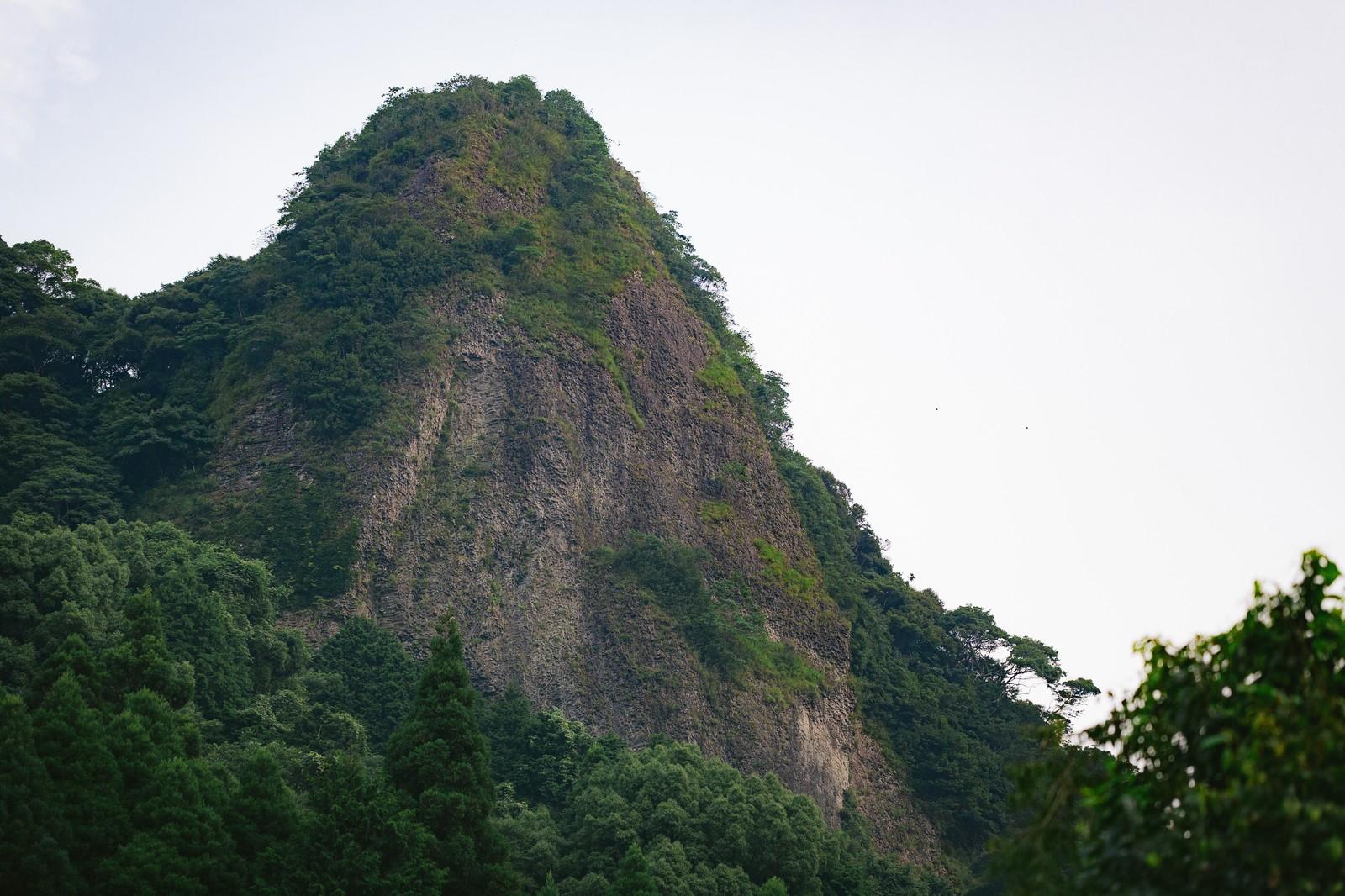 「山水画のような切り立つ山(伊万里市大川内山)」の写真