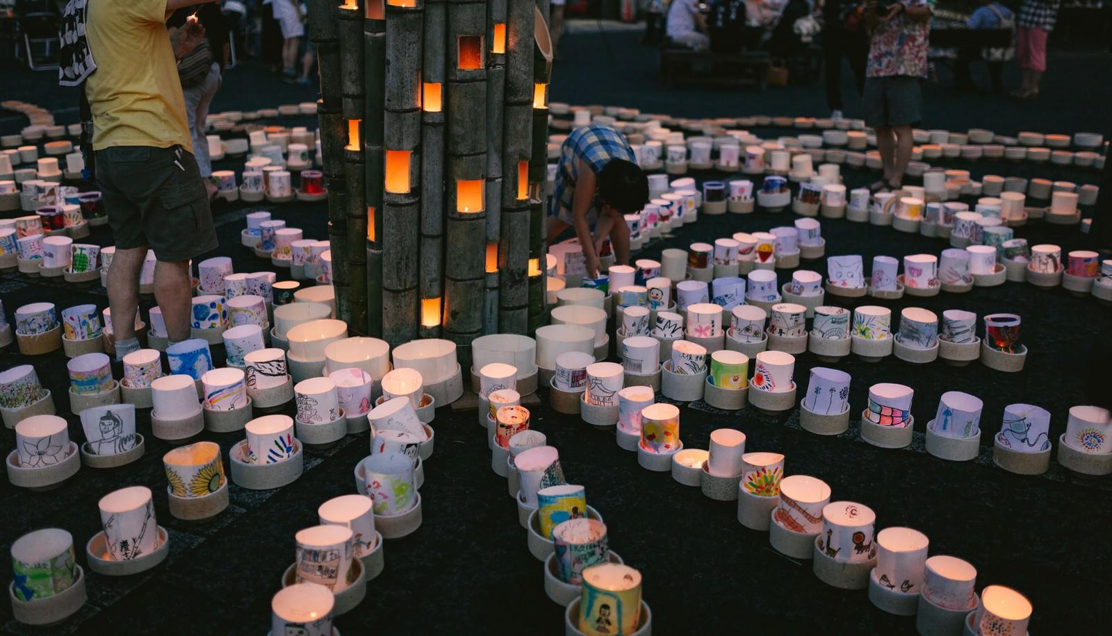 「観光客が集まるボシ灯ろうまつり」の写真