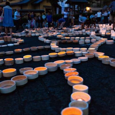 「人であふれるボシ灯ろうまつりの様子」の写真素材