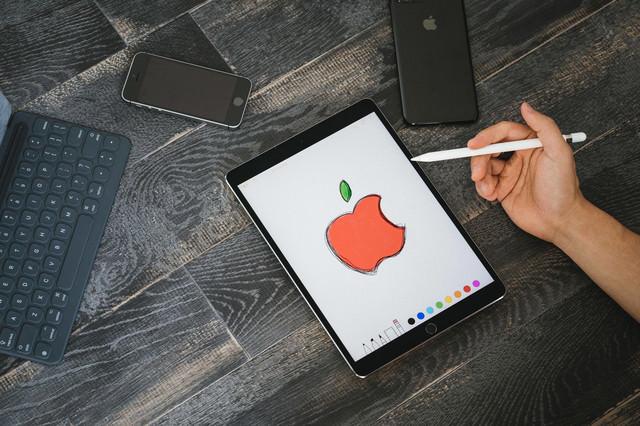 タブレットを使ってAppleマーク描いたよの写真