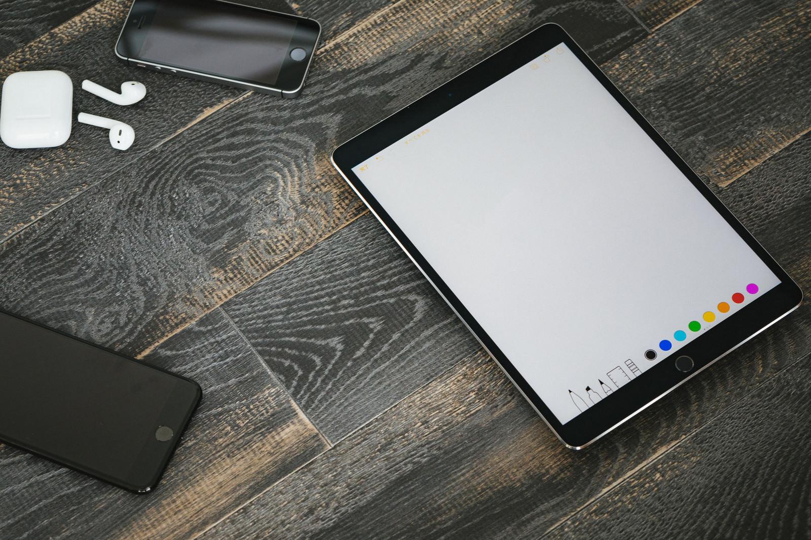 「絵が描きやすい大画面のタブレット端末」の写真
