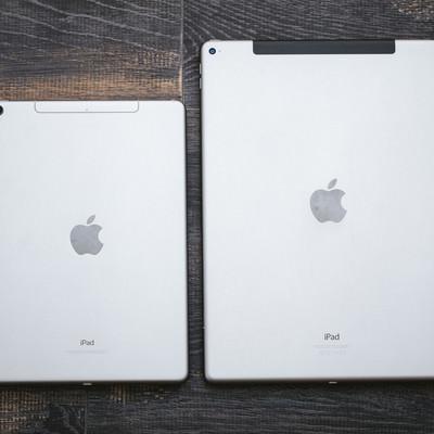 サイズが異なるタブレット端末の写真