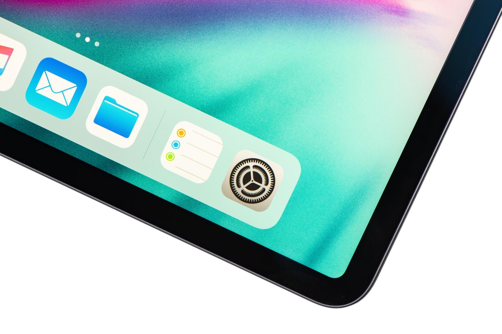 「タブレットのホーム画面に並ぶデフォルトアプリ(iPad Pro 2018)」の写真