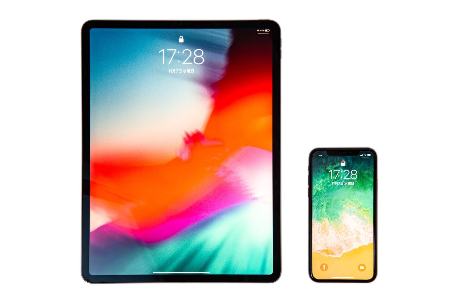 「12.9インチ iPad Pro 2018とiPhone Xの画面サイズ比較」の写真