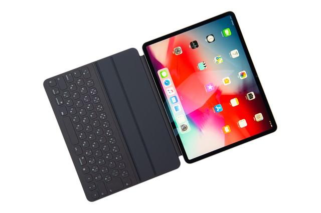 iPad Pro 2018 の画面とキーボードの写真