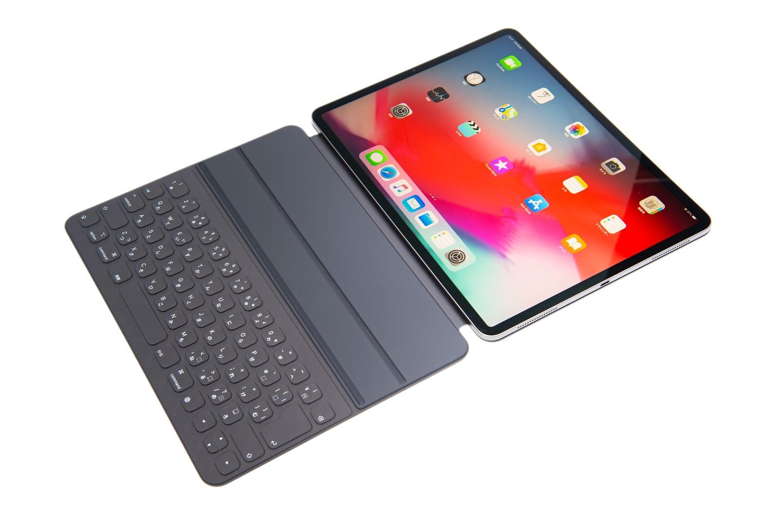 「Smart Keybord Filio を取り付けた iPad Pro2018」の写真
