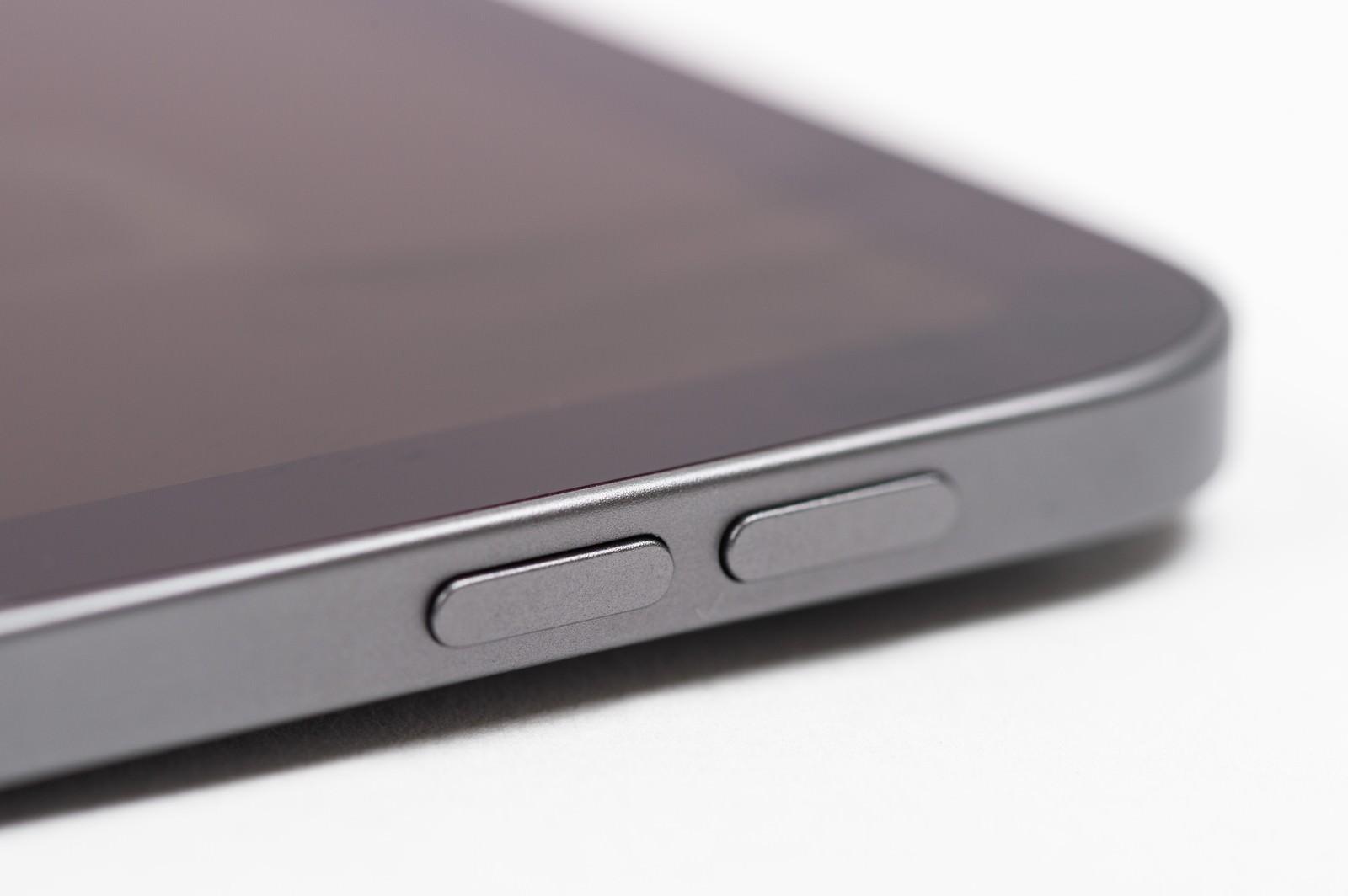 「iPad Pro 音量ボタン(サイドボタン)」の写真