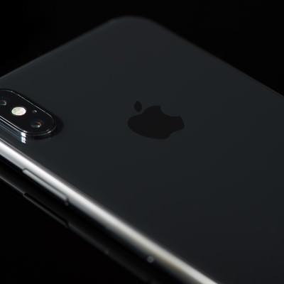 「高級感のある黒いボディ(iPhone X)」の写真素材