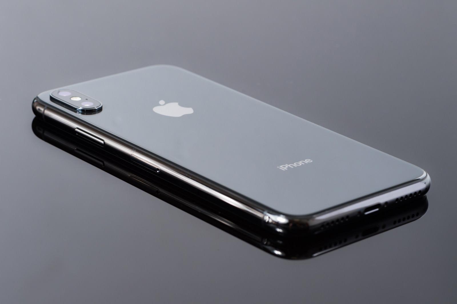 「iPhone X 背面ガラスの光沢」の写真