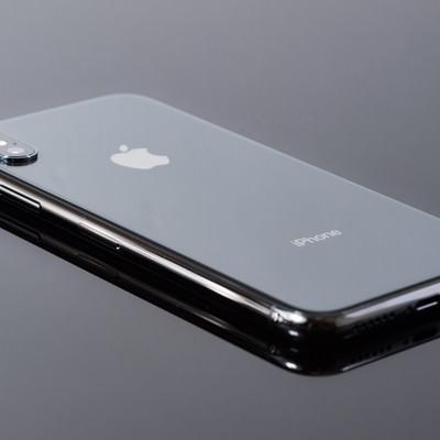 「iPhone X 背面ガラスの光沢」の写真素材