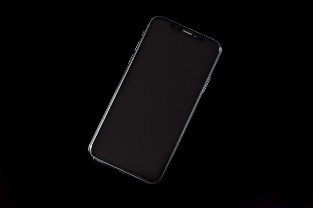 iPhone X スペースグレイ(画面OFF)の写真