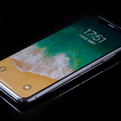 「高級感がある iPhone X のステンレススチールフレーム」の写真素材