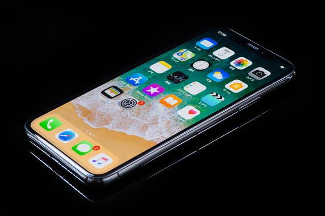 5.8インチディスプレイのiPhone Xの写真