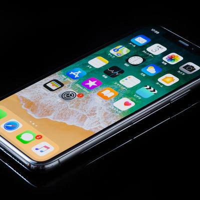 「5.8インチディスプレイのiPhone X」の写真素材