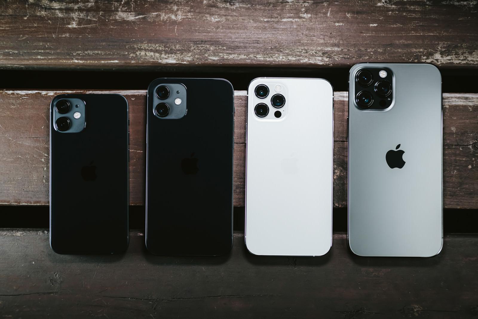 「 iPhone 12 mini / iPhone 12 / iPhone 12 Pro / iPhone 12 Pro Max のサイズ比較」の写真
