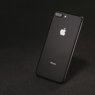 「高級感あるスマートフォン」の写真素材