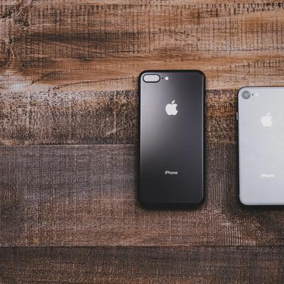 「大きさの異なるiPhone 8」の写真素材