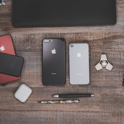 「複数のiPhoneを検証する」の写真素材