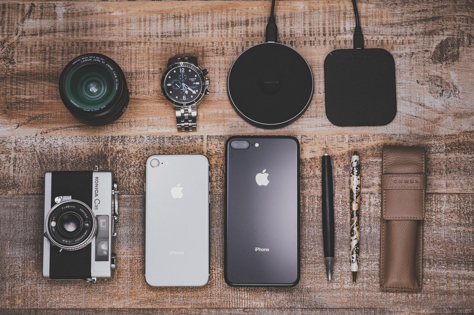 「iPhoneやワイヤレス充電iPhoneやワイヤレス充電」のフリー写真素材を拡大