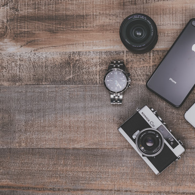 「フイルムカメラとiPhone8」の写真素材